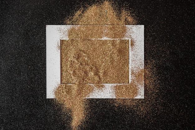 Rama pokryta cekinami na stole Darmowe Zdjęcia