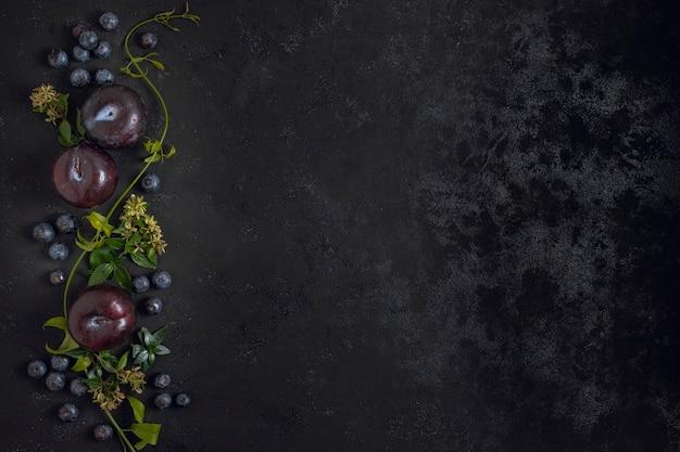 Rama śliwkowe Owoce Z Miejsca Na Kopię Darmowe Zdjęcia