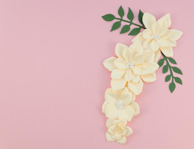 Rama Z Kwiatami Na Różowym Tle Darmowe Zdjęcia