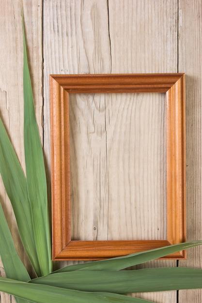 Ramka Na Zdjęcia Na Drewnianym Tle Premium Zdjęcia