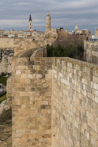 Ramparts Chodzić Z Wieży Dawida W Tle, Stare Miasto, Jerozolima, Izrael Premium Zdjęcia