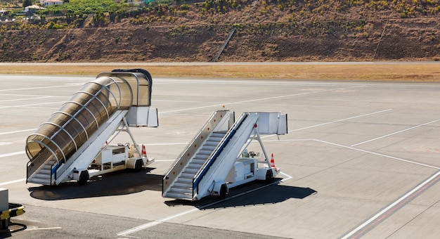 Rampy Na Lotnisku Premium Zdjęcia