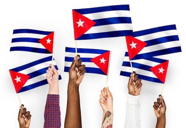 Ręce Macha Flagą Kuby Darmowe Zdjęcia