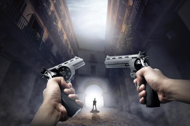 Ręce z bronią gotowe do wystrzelenia chodzącego zombie Premium Zdjęcia