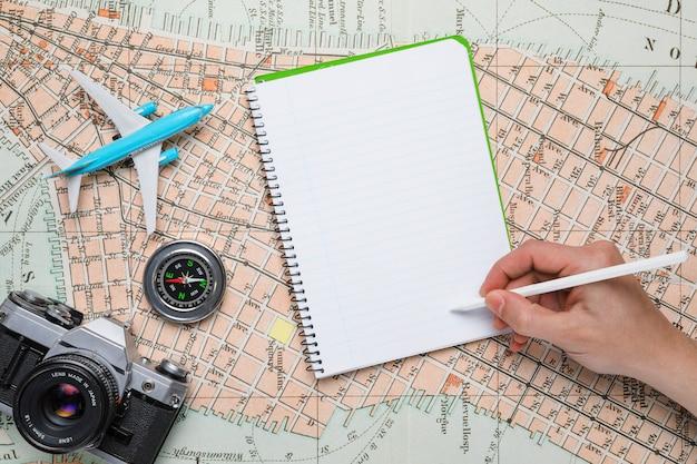 Ręczne Pisanie Na Notebooku Darmowe Zdjęcia