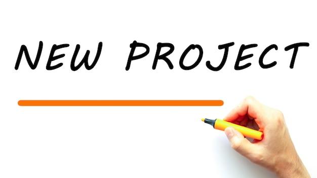 Ręczne Pisanie Nowego Projektu Markerem. Na Białym Tle Pomysł Na Biznes. Premium Zdjęcia