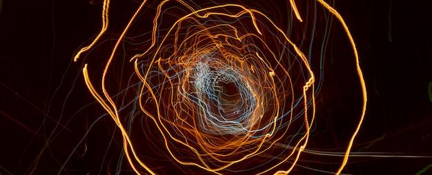 Reflektory samochodowe z długim czasem naświetlania. abstrakcyjne tło. Premium Zdjęcia