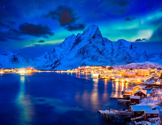 Reine Village At Night. Lofoty, Norwegia Premium Zdjęcia