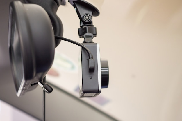 Rejestrator Samochodowy Z Kamerą Cctv Zapewniający Bezpieczeństwo Jazdy Na Drodze Premium Zdjęcia