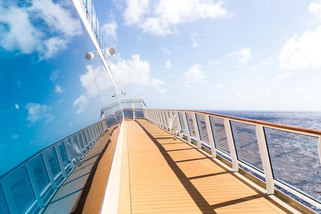 Rejs statkiem otwartym pokładem Premium Zdjęcia