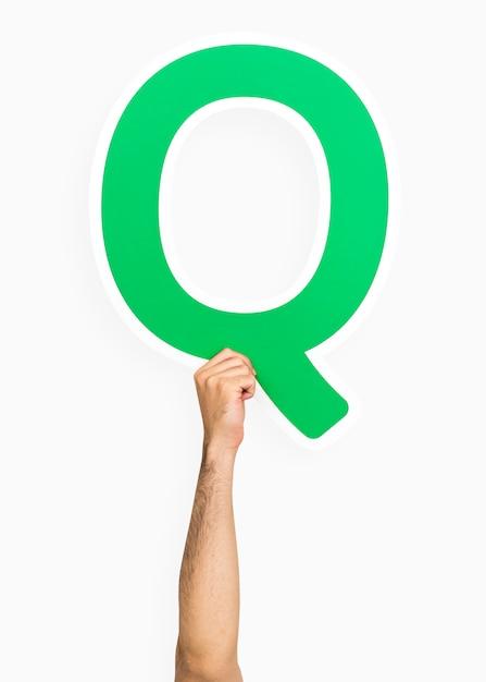 Ręka trzyma literę q Darmowe Zdjęcia