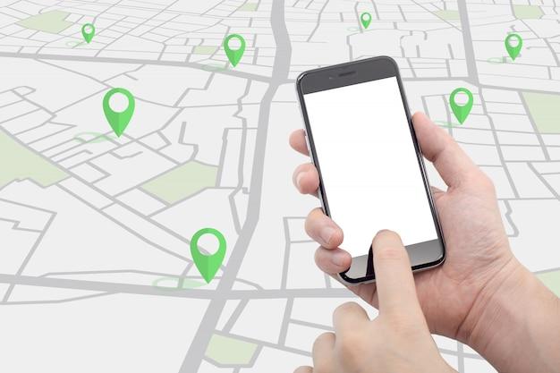 Ręka Trzyma Smartphone Z Mapą Ulicy I Szpilki Kolor Zielony Premium Zdjęcia