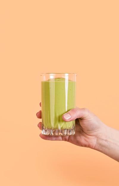 Ręka Trzyma Zielony Koktajl Szkła Darmowe Zdjęcia