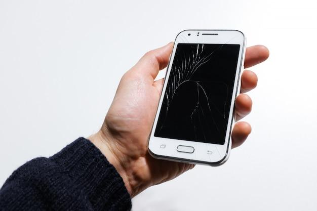 Ręki Mienia Telefon Komórkowy Z łamanym Ekranem Premium Zdjęcia