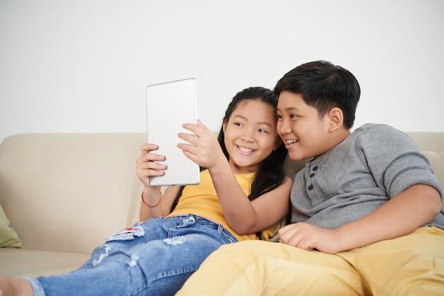 Relaksujące rodzeństwo Darmowe Zdjęcia