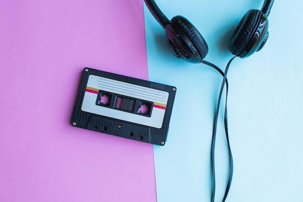 Retro kasety z taśmą na niebiesko i różowo Premium Zdjęcia