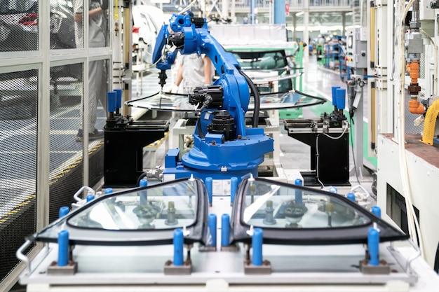 Robot przemysłowy w inteligentnym systemie magazynowym dla fabryki produkcyjnej Premium Zdjęcia