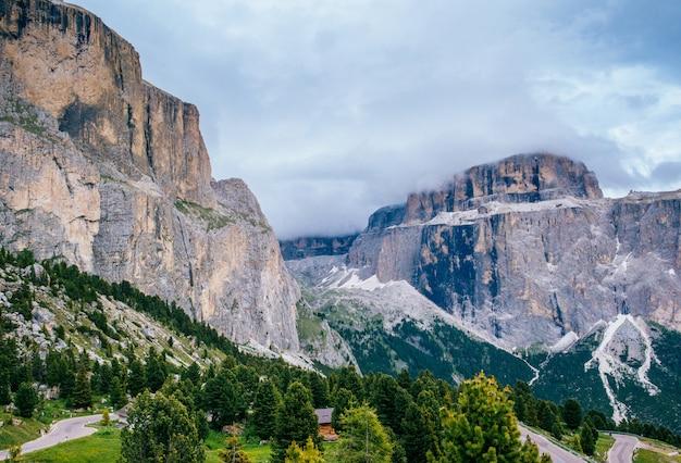 Rocky mountains dolomite Premium Zdjęcia