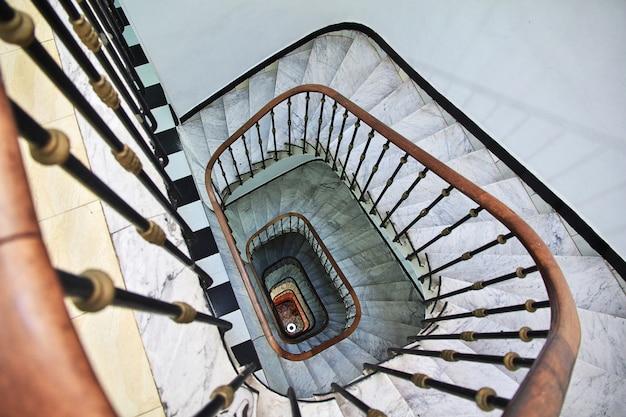 Rocznika schody w algieria mieście na morzu śródziemnomorskim, algieria Premium Zdjęcia