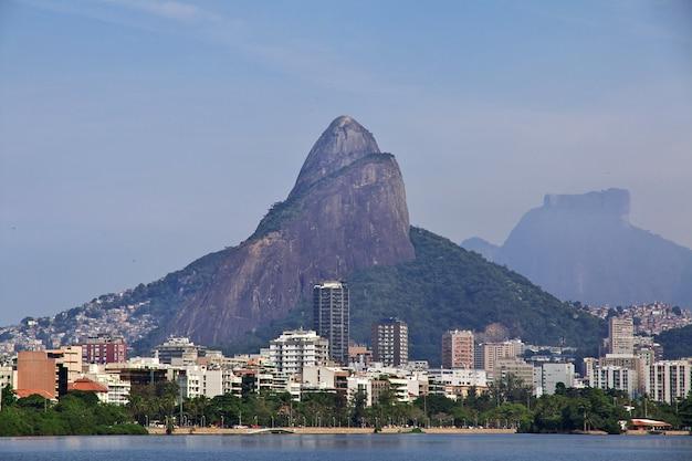 Rodrigo De Freitas Lagoon W Rio De Janeiro, Brazylia Premium Zdjęcia