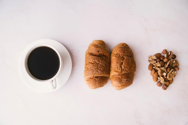 Rogalik I śniadanie Z Widokiem Na Kawę Darmowe Zdjęcia