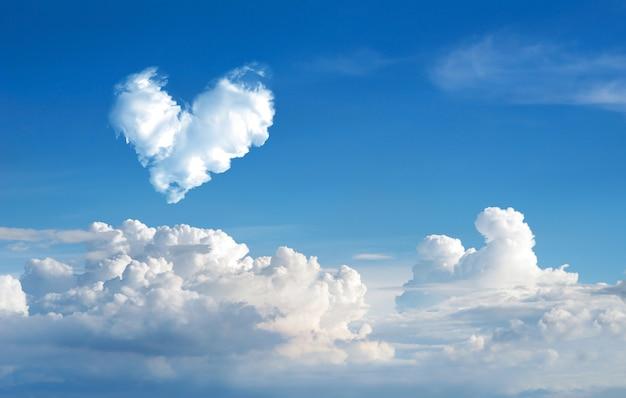 Romantyczna Chmura Serce Streszczenie Błękitne Niebo I Chmura Premium Zdjęcia