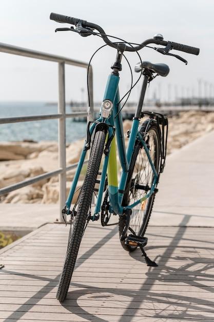 Rower Z Widokiem Z Przodu Na Drodze Darmowe Zdjęcia