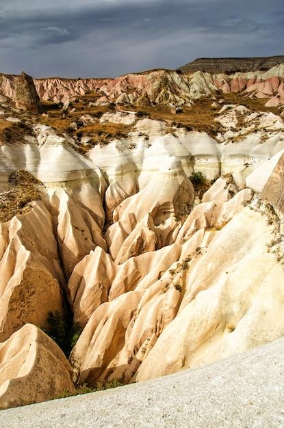 Różana Dolina Göreme Kapadocja Turcja W Okresie Letnim Premium Zdjęcia