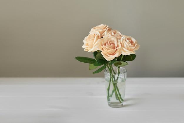 Róże na dzień matki, karta szablon na 8 marca Premium Zdjęcia