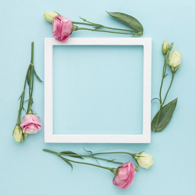 Rozłożone Na Płasko Mini Róże Z Ramką Premium Zdjęcia