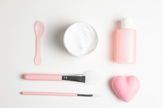 Rozmieszczenie Kosmetyków Na Białym Tle Darmowe Zdjęcia