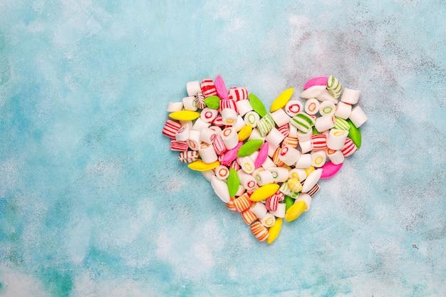 Różne Kolorowe Cukierki Cukrowe, Widok Z Góry Darmowe Zdjęcia