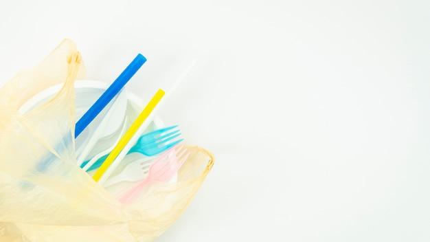 Różne kolorowe plastikowe naczynia jednorazowe Darmowe Zdjęcia