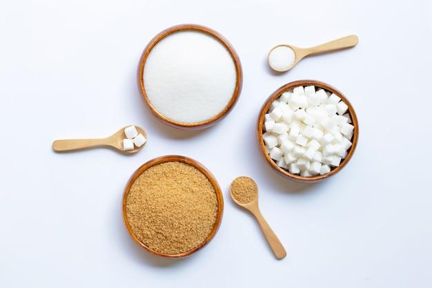 Różne Rodzaje Cukru Na Białym Tle Premium Zdjęcia