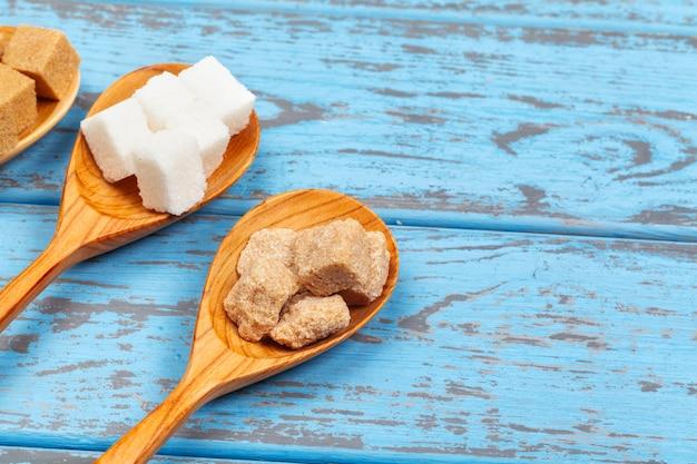 Różne Rodzaje Cukru W łyżkach Z Bliska Premium Zdjęcia