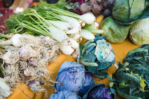 Różne świeże Warzywa Do Sprzedaży Na Rynku Darmowe Zdjęcia
