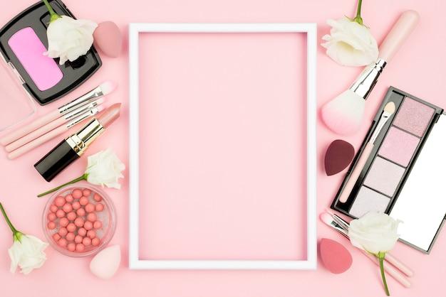 Różne Ułożenie Produktów Kosmetycznych Z Pustą Ramą Darmowe Zdjęcia