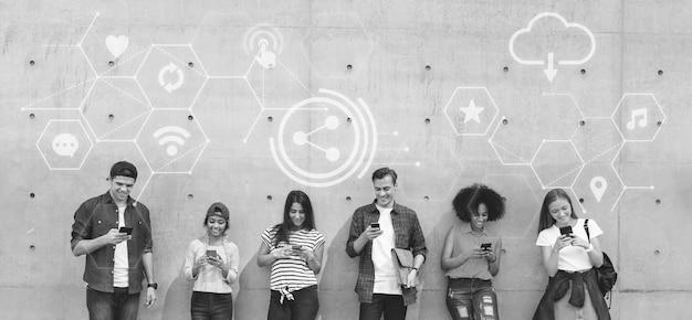 Różni Ludzie Używający Swoich Telefonów Darmowe Zdjęcia