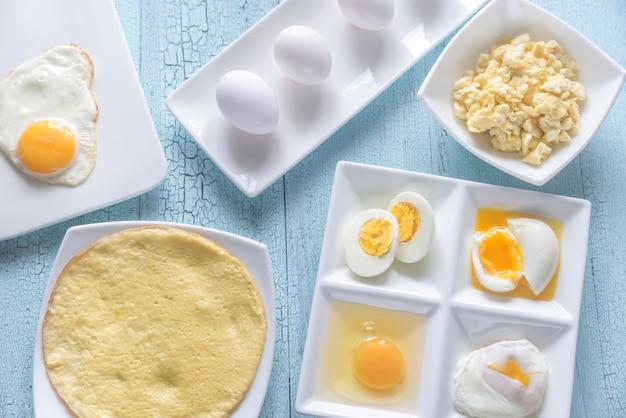 Różnorodne Potrawy Z Jajek Premium Zdjęcia