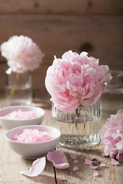 Różowa Piwonia Solna Do Spa I Aromaterapii Premium Zdjęcia