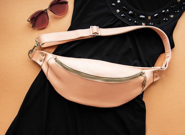 Różowa skórzana torba na pasek Premium Zdjęcia