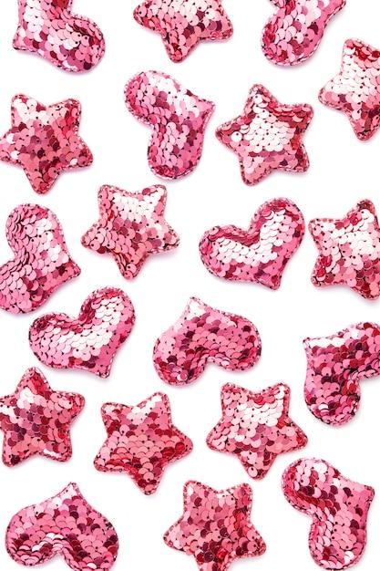Różowe Cekinowe Serca I Gwiazdy Na Białym Stole. Premium Zdjęcia