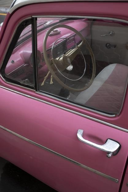 Różowy Samochód Bliżej Do Starego Samochodu Darmowe Zdjęcia