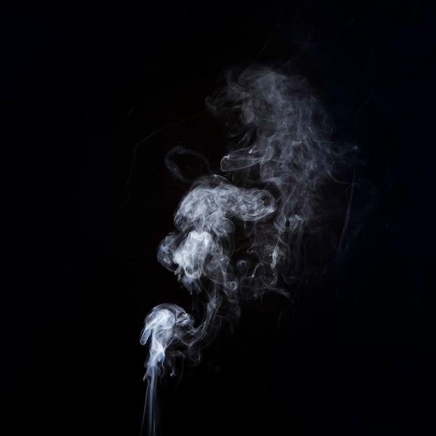 Ruch Białego Dymu Na Czarnym Tle Z Miejsca Kopiowania Do Pisania Tekstu Darmowe Zdjęcia