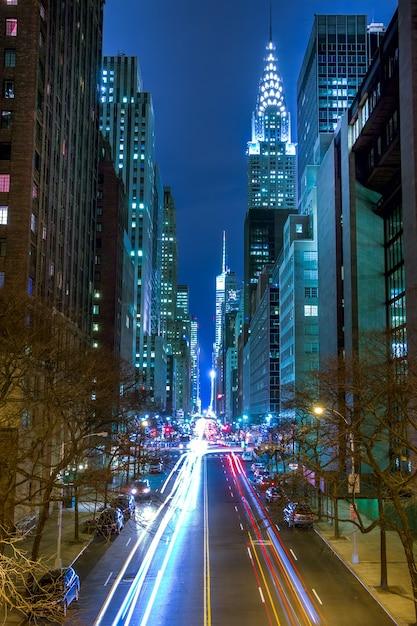Ruch Nocny Na 42 Ulicy Manhattanu Premium Zdjęcia