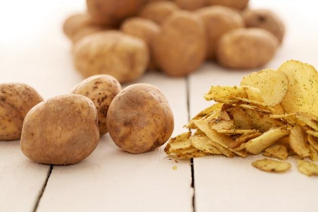 Rustykalne nieobrane ziemniaki i frytki Darmowe Zdjęcia