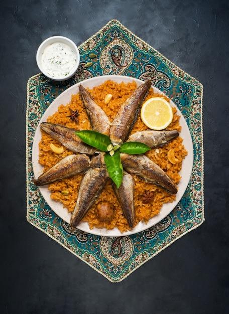 Ryba Biryani. Arabia Saudyjska Fish Kabsa. Premium Zdjęcia