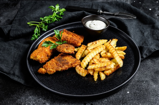 Ryba Z Frytkami, Tradycyjne Angielskie Jedzenie. Premium Zdjęcia