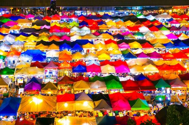 Rynek W Nocy W Tajlandii Premium Zdjęcia