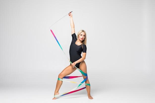 Rytmiczna Gimnastyczka Z Gimnastyki Taśmą Odizolowywającą Darmowe Zdjęcia